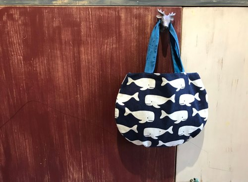 A Bag of Whales, Promenades│Abbiesee Gift Shop