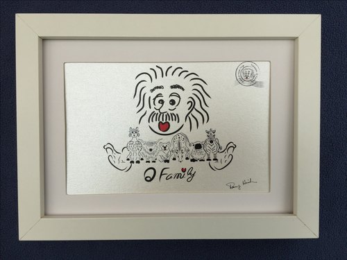 Q Family Postcard + Frame (White) zoos Series - Group