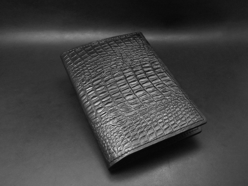APEE leather handmade ~ passport holder ~ crocodile leather pattern ~ black
