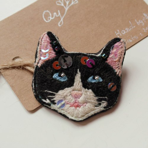 Qy's cats black and white cat hand embroidery brooch pin gift
