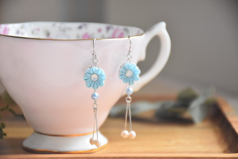Fresh Pink Blue Swarovski Pearl Custom Silk Flower Earrings / つまみ ピアス
