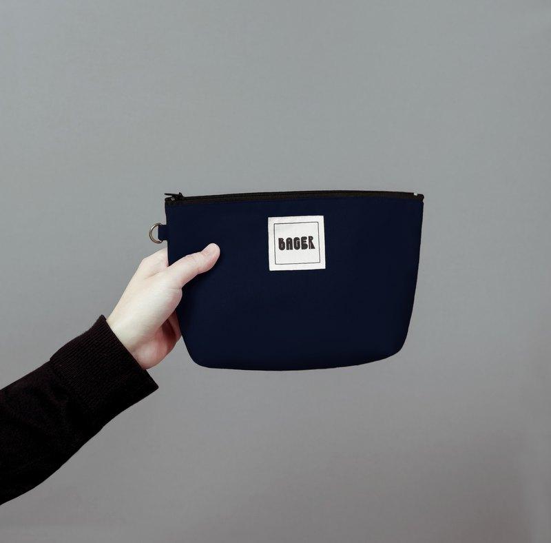 Bager 簡約素色拉鍊萬用包 / 藏藍