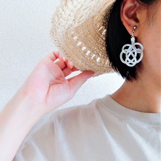 水引 tie earrings   Color: White
