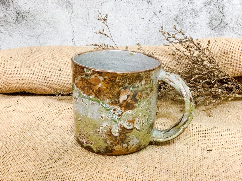 Distressed retro mug