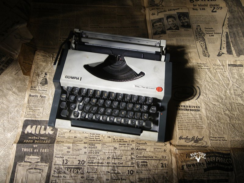 [Old Time OLD-TIME] Early Yugoslav metal typewriter R*only sent to the post office*