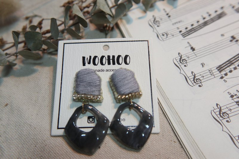 Irregular shape embroidered earrings ear clip 925 ear pin. Gray or green. Made in Hong Kong