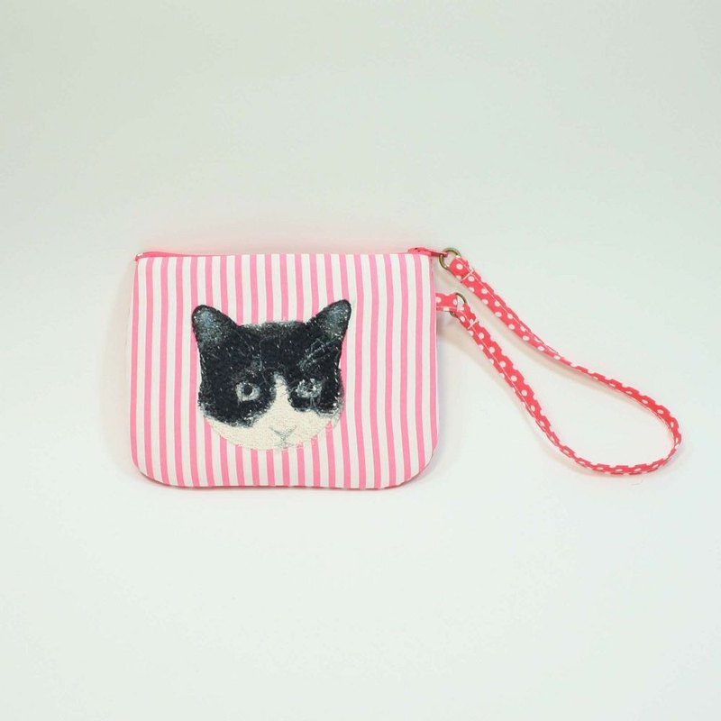 Hand-embroidered purse 07- cat