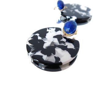 14KGF / LAPISLAZULI BLACK AND WHITE GEOMETRIC STUD EARRINGS