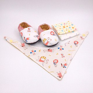Football BOY-Moonmoon baby gift box (toddler shoes / baby shoes / baby shoes + 2 handkerchief + scarf)