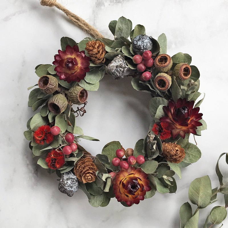 Jingle – dry flowers, Christmas wreaths, Christmas presents
