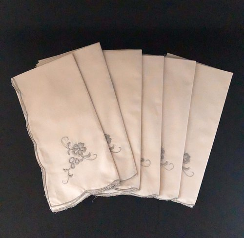 Hand-embroidered elegant pale beige floral napkins for sale