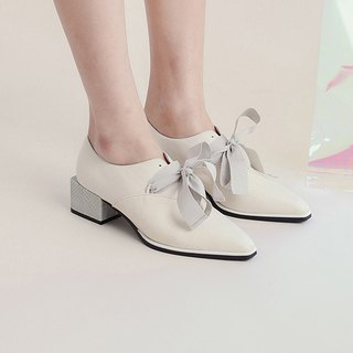 Elegant square with thick leather shoes with satin ribbon