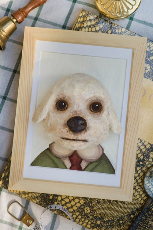 Paper dog head with wooden photo frame