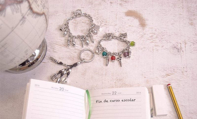 Stationery string bracelet