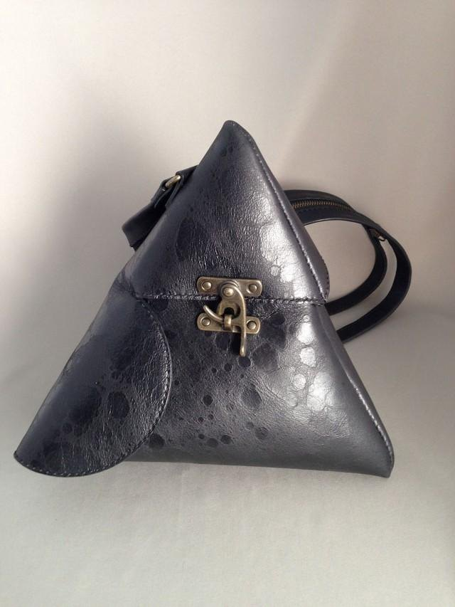 Triangular pyramid bag black