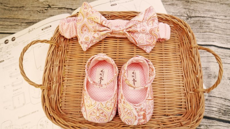 [Miya ko.] Grocery cloth hand-made Japanese strapped ankle / elegant folk style / lovely sweet / bibs / bow hair band / baby shoes / toddler shoes / full moon ceremony / month indemnity gift