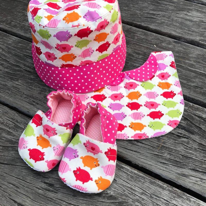 Pig pig birth month Gift - Toddler shoes + bib + hat