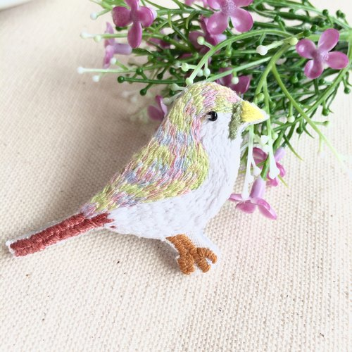 Hand-made embroidery * bird colorful spring pin