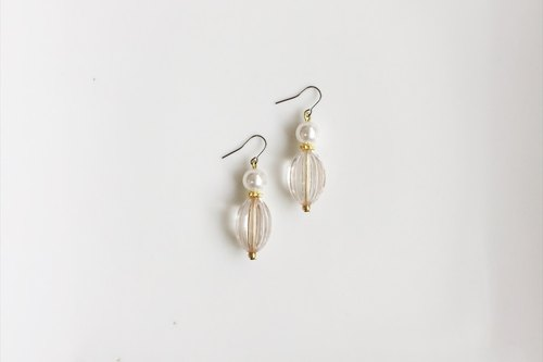 ruffles antique resin earrings (one piece only)