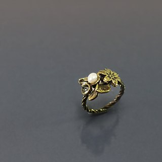 Beautiful flower brass ring @