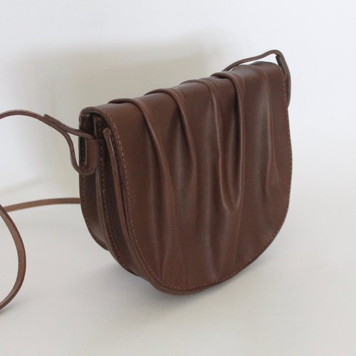 Wrinkled shell bag / leather hand sewing bag shell bag side backpack saddle bag / matte black / vegetable tanned leather