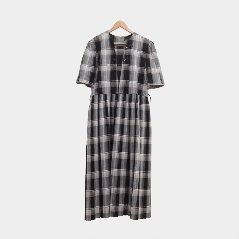 │moderato│ grayscale plaid pleated vintage dress │ personality retro. England. Literary youth