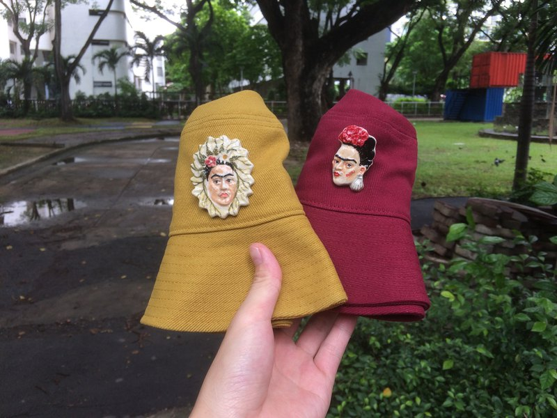 Bucket hat with ceramic frida brooch