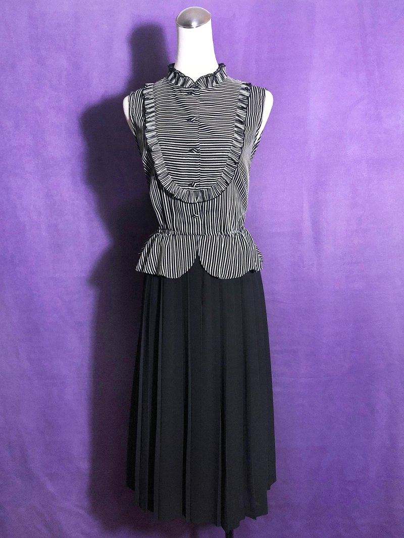 Ruffled sleeveless vintage dress / brought back to VINTAGE abroad
