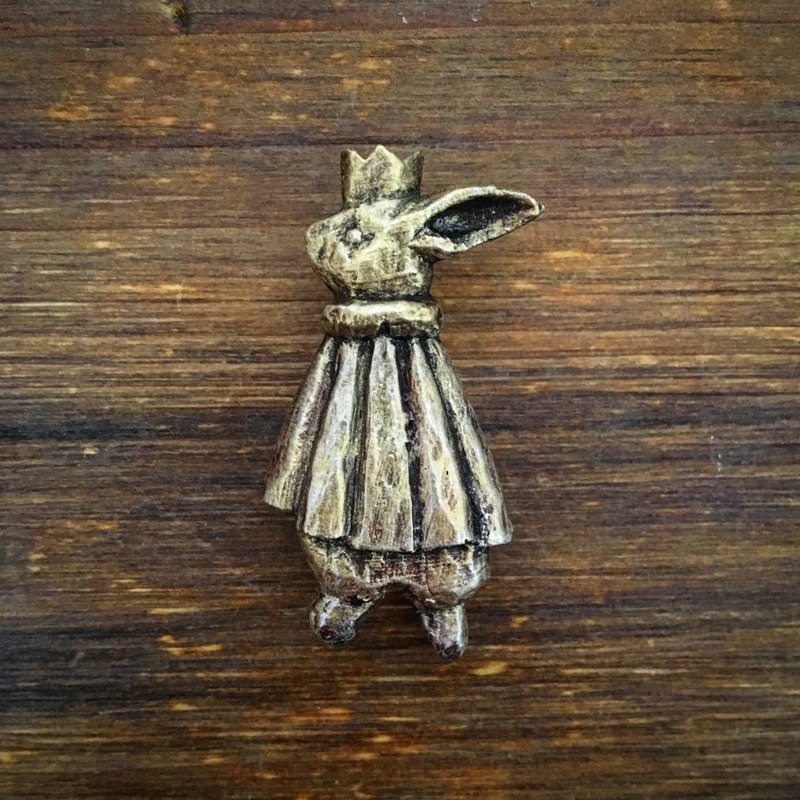 Pin resin brooch Someday my prince (gold color painted)