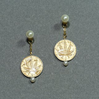 Ye Tuo - Cannabis Leaf Earrings