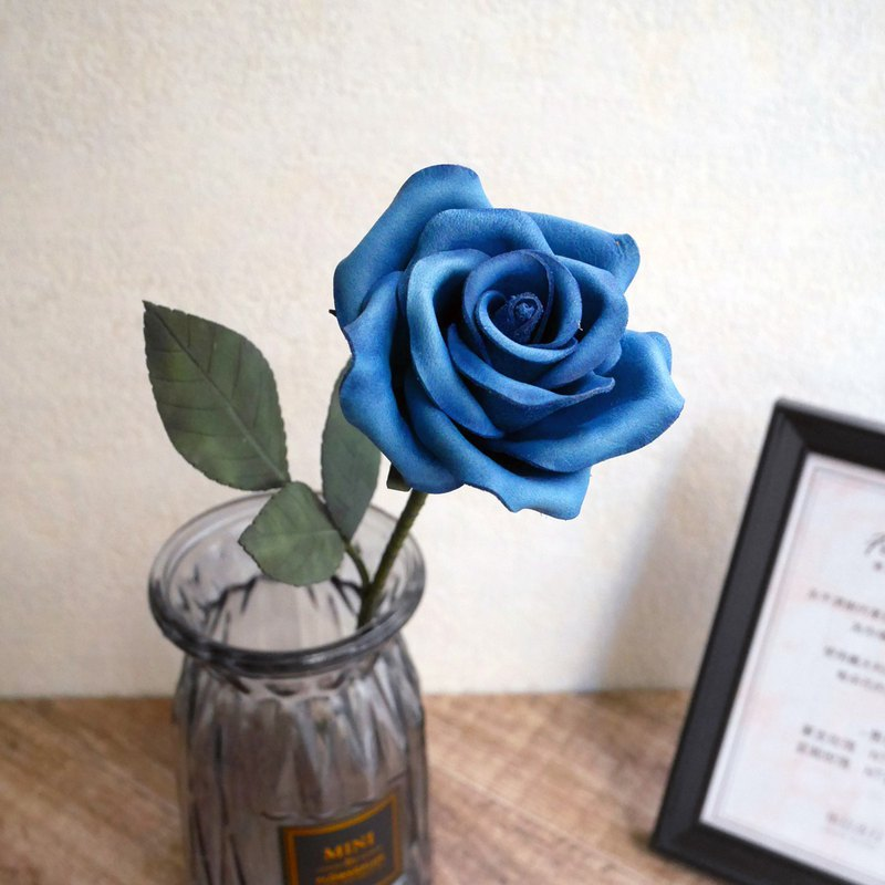 Never fade love ~ leather rose - blue
