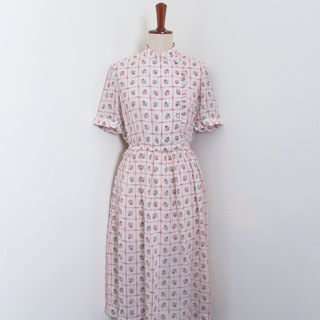 Banana Flyin Vintage :: Flower Field Afternoon Tea :: Vintage Dress with Short Sleeve