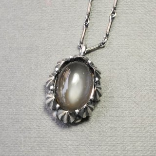 Delia flower vintage silver pendant chain - gray moonlight
