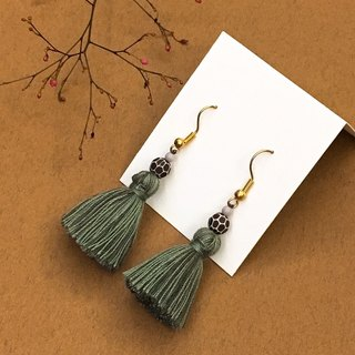 Wandering character national wind olive green tassel earrings / ear clip
