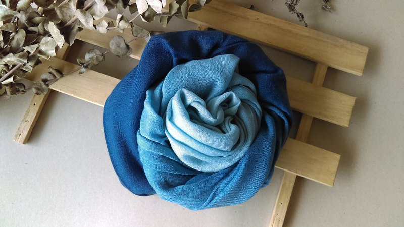 Know Dye Life - Natural Blue Dye Gradient Wool Scarf (Multicolor)