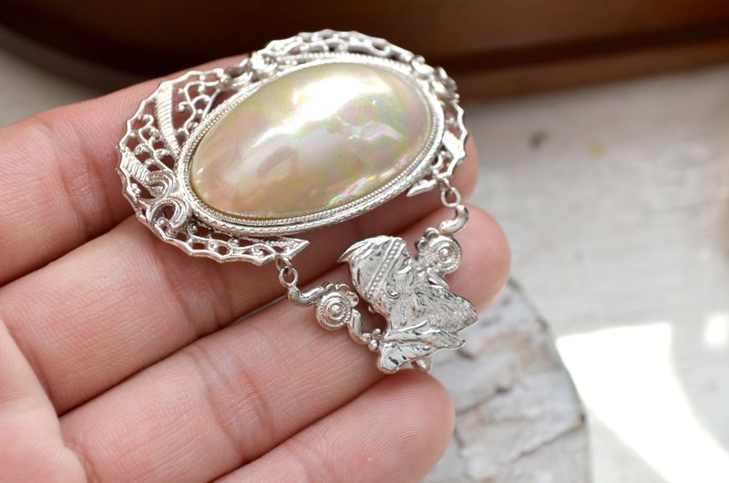 Silver giant shell color pearl brooch heart needle elegant Japanese middle age second-hand jewelry
