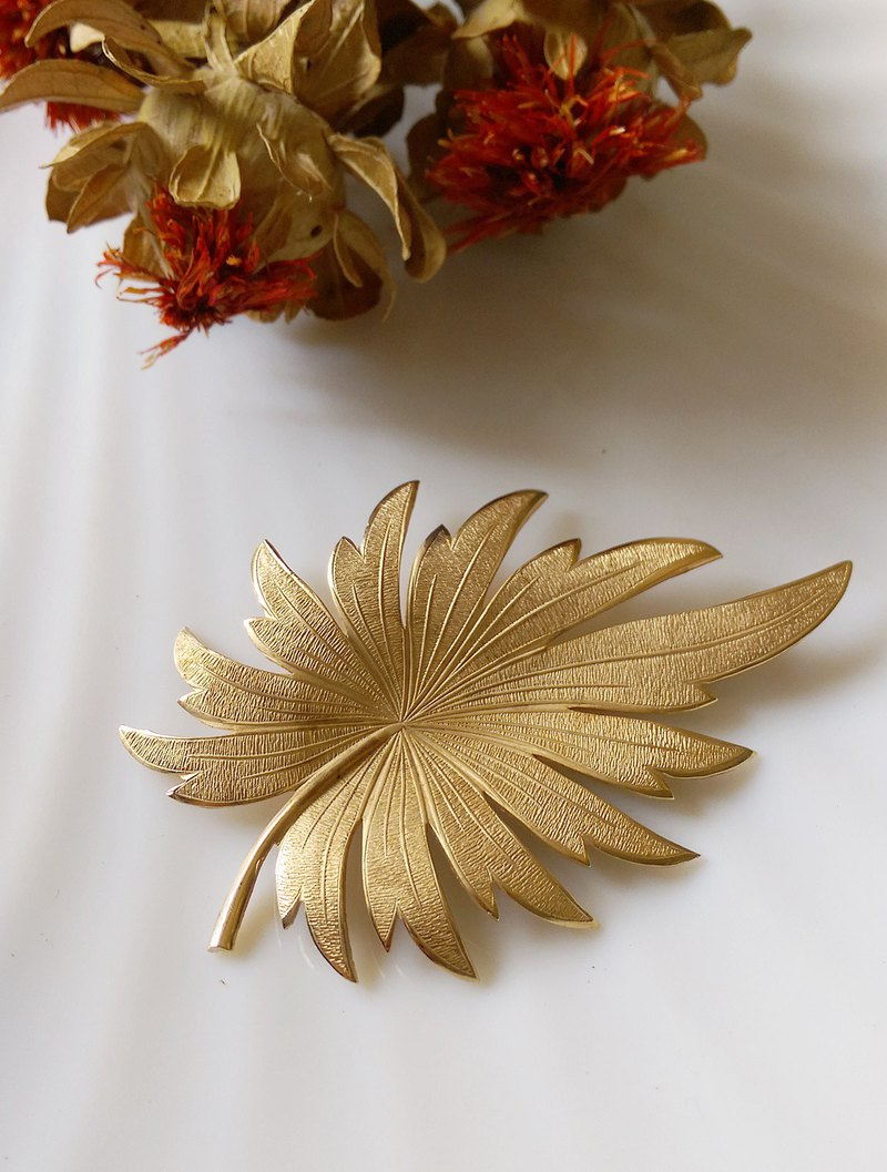 Western antique ornaments. Coniferous fine brushed gold textured metal pin