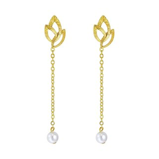Swaying. Swing pearl earrings