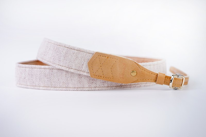 Comfortable strap - cream white wool (colour skin label) - gentle touch temperament bonus - elegant fan must