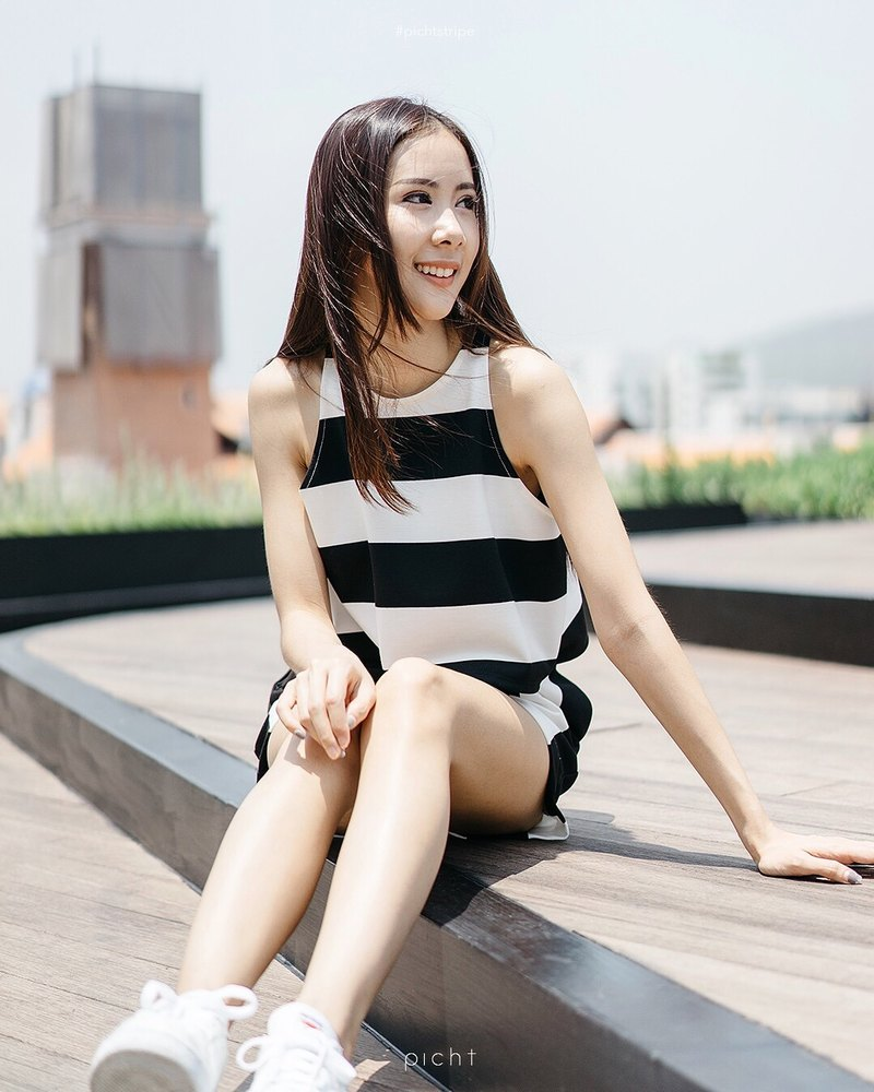 Sleeveless crop top - stripe b / w
