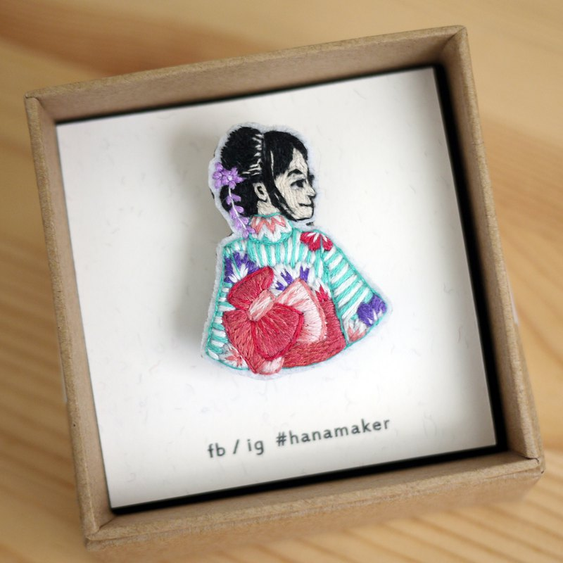 Tailor made hand - embroidery brooch - Woman wearing kimono