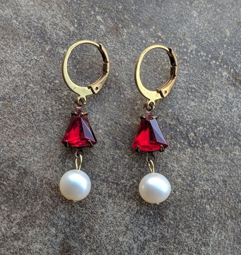 Bell-shaped Red Glass Freshwater Pearl Earrings