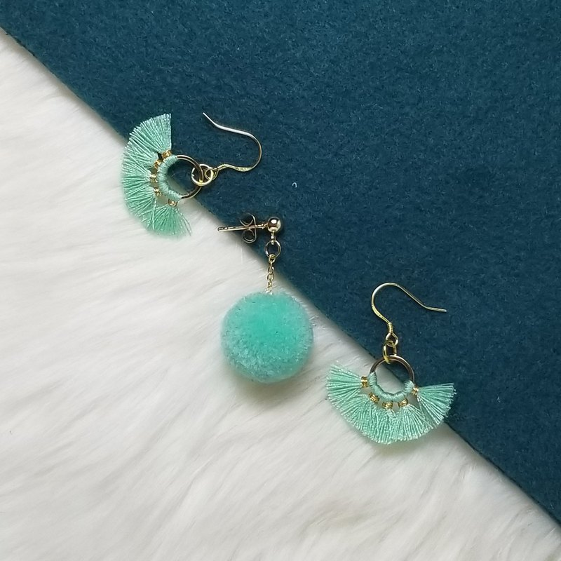 Little golden circle with turquoise fringe and pom pom (3 for 1 set)