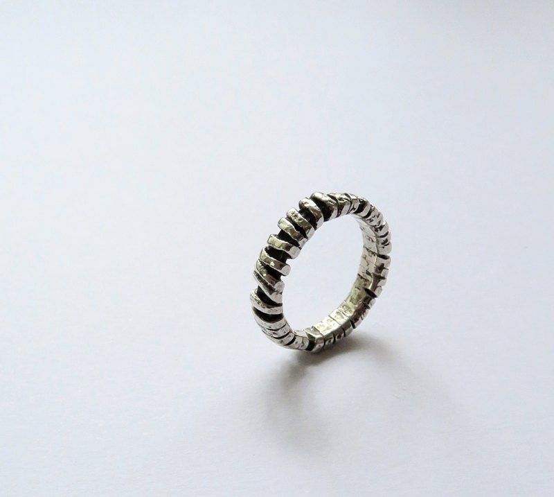 Body object l sterling silver ring