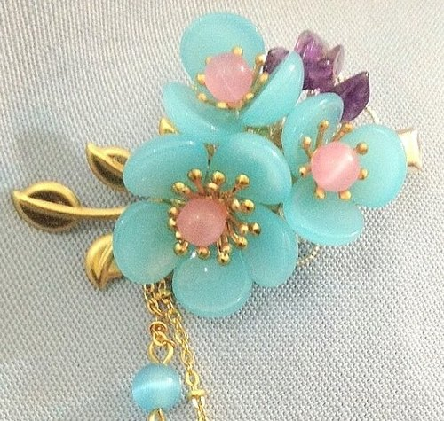 Meow ~ hand made flower clip (Sky Blue / Gold)