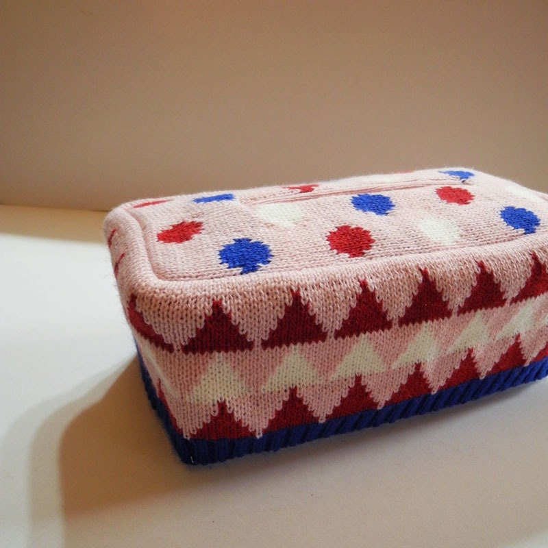 studio chiia knitted tissue cover