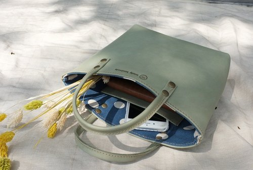 Bring sunny day [lunch break package. ], Lightweight cow leather handbag COLOR: lake green