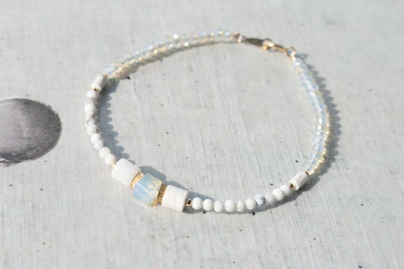 Lightweight bracelet natural stone white stone