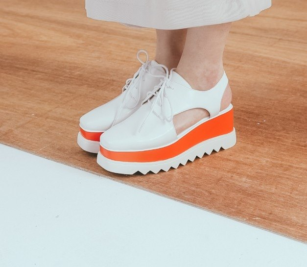 Side hollowing strappy platform leather sandals white tangerine