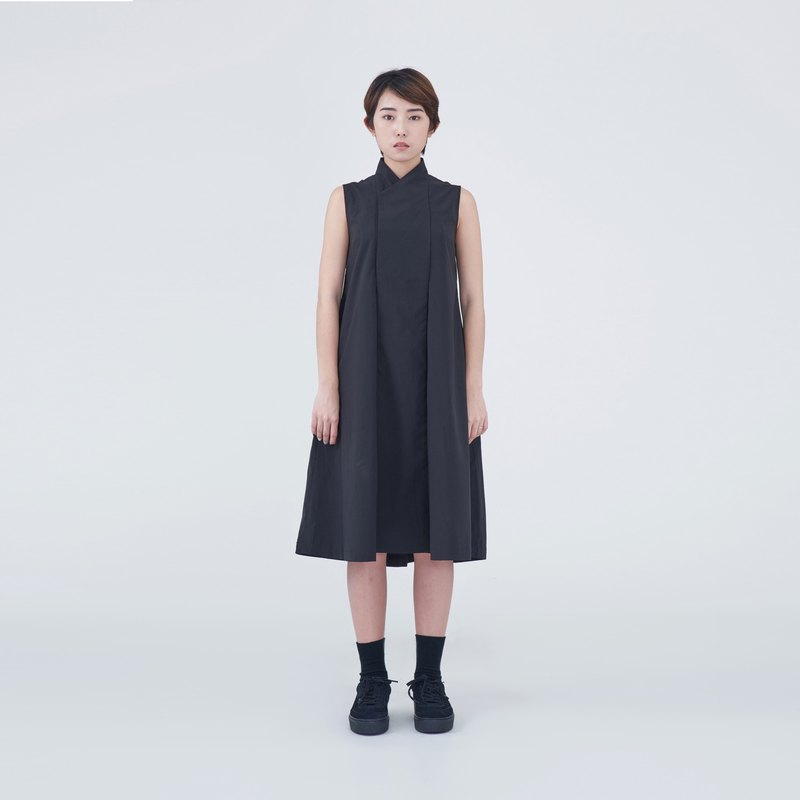TRAN - Y-neck pleated dress